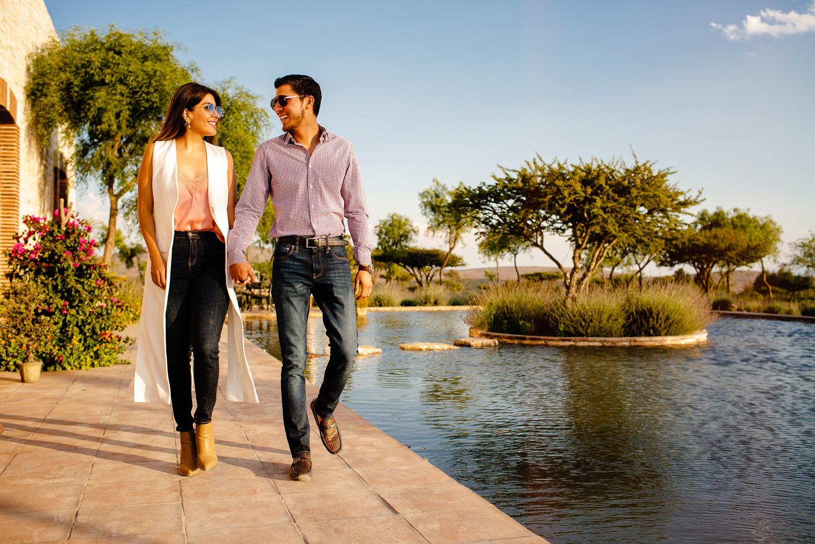 Bajo el transparente cielo azul, recorre sus originales jardines de lavanda, biznagas y cactus. Respira profundo… y escápate al hotel más bonito y tranquilo de Mineral de Pozos.